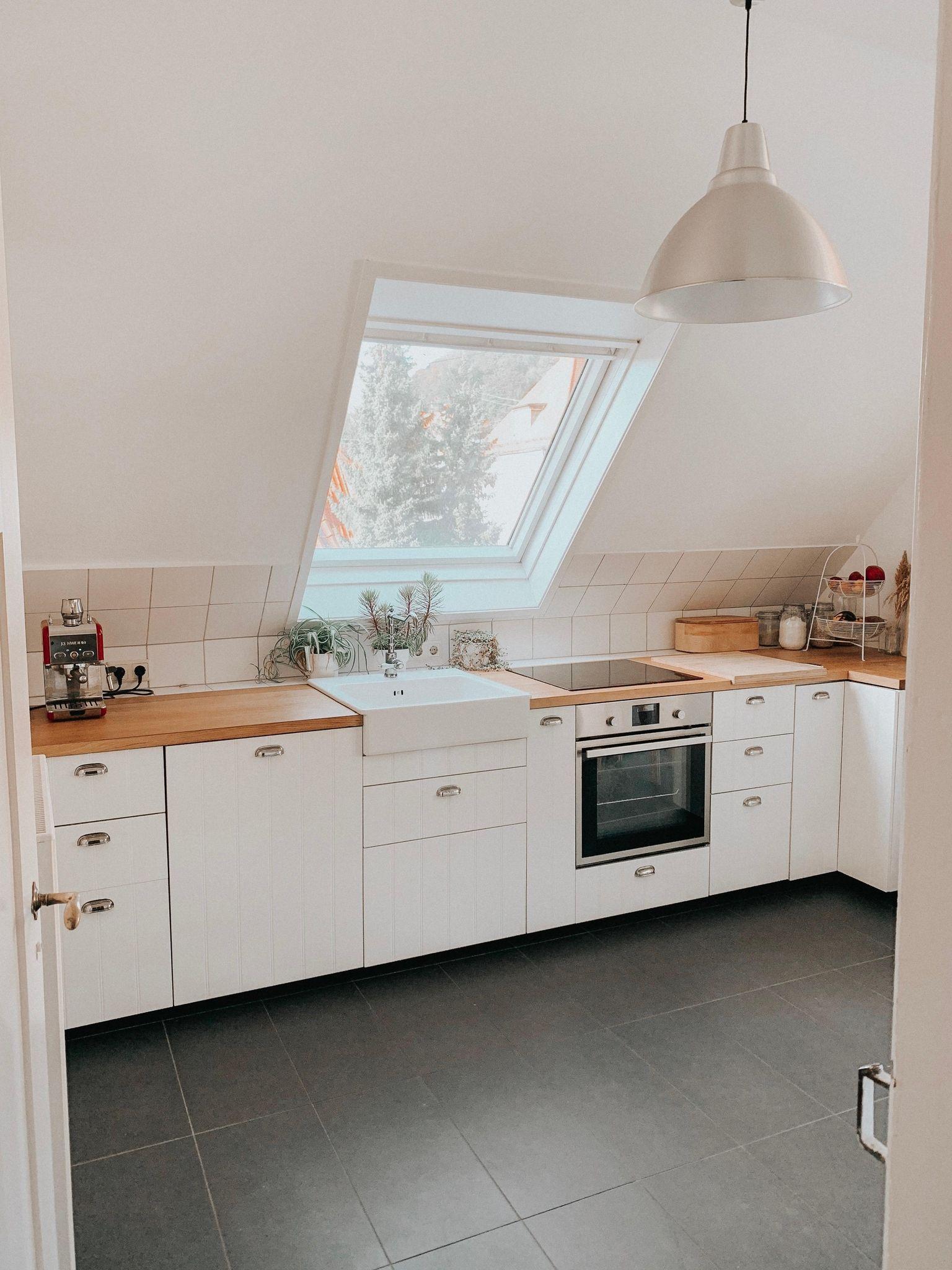 Küchen unterm Dach in weiß DeborahWi hat ihrer