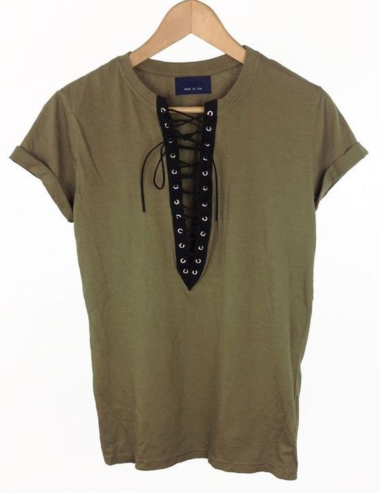 e315126f5 Inspiração  camisetas customizadas com ilhós - moda e customização  ideias  para customizar camisetas