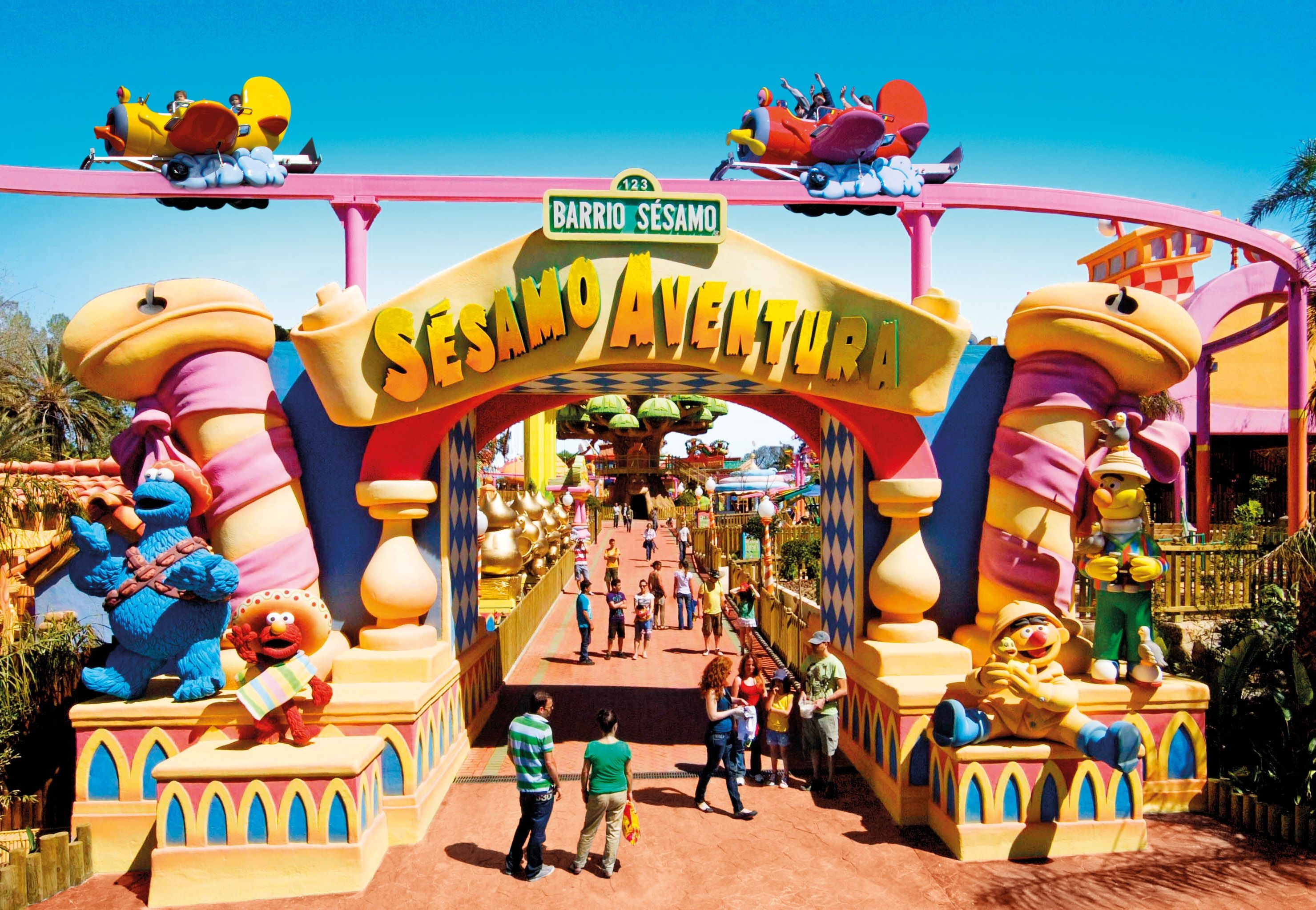 Portaventura Theme Park Book With Lowcostholidays Com Park Signage Hotels For Kids Theme Park