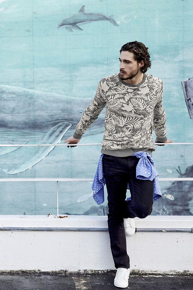Langweilig war gestern – heute ziehst du mit deinem neuen Allover-Printsweater im Streetwear-Dschungel alle Blicke auf dich!