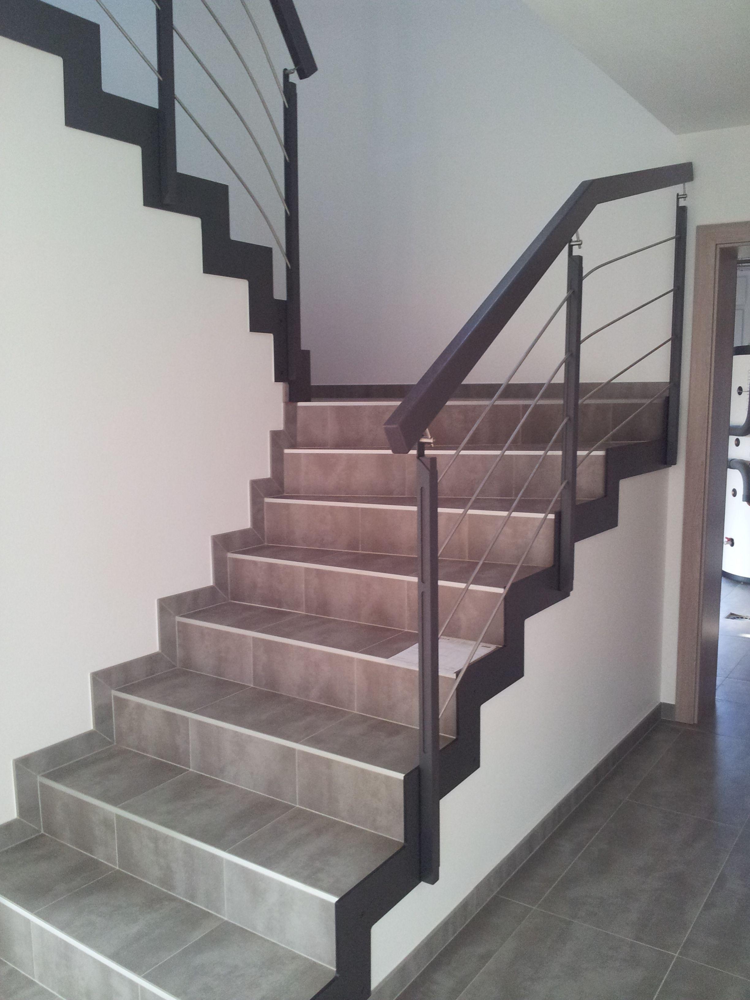 Garde Corps Constitue De Lisses Avec Fixation En Cremaillere Rdv Sur Le Site Www Hurpeau Mousist Com Pour Escalier Carrele Escalier Relooking Renover Escalier