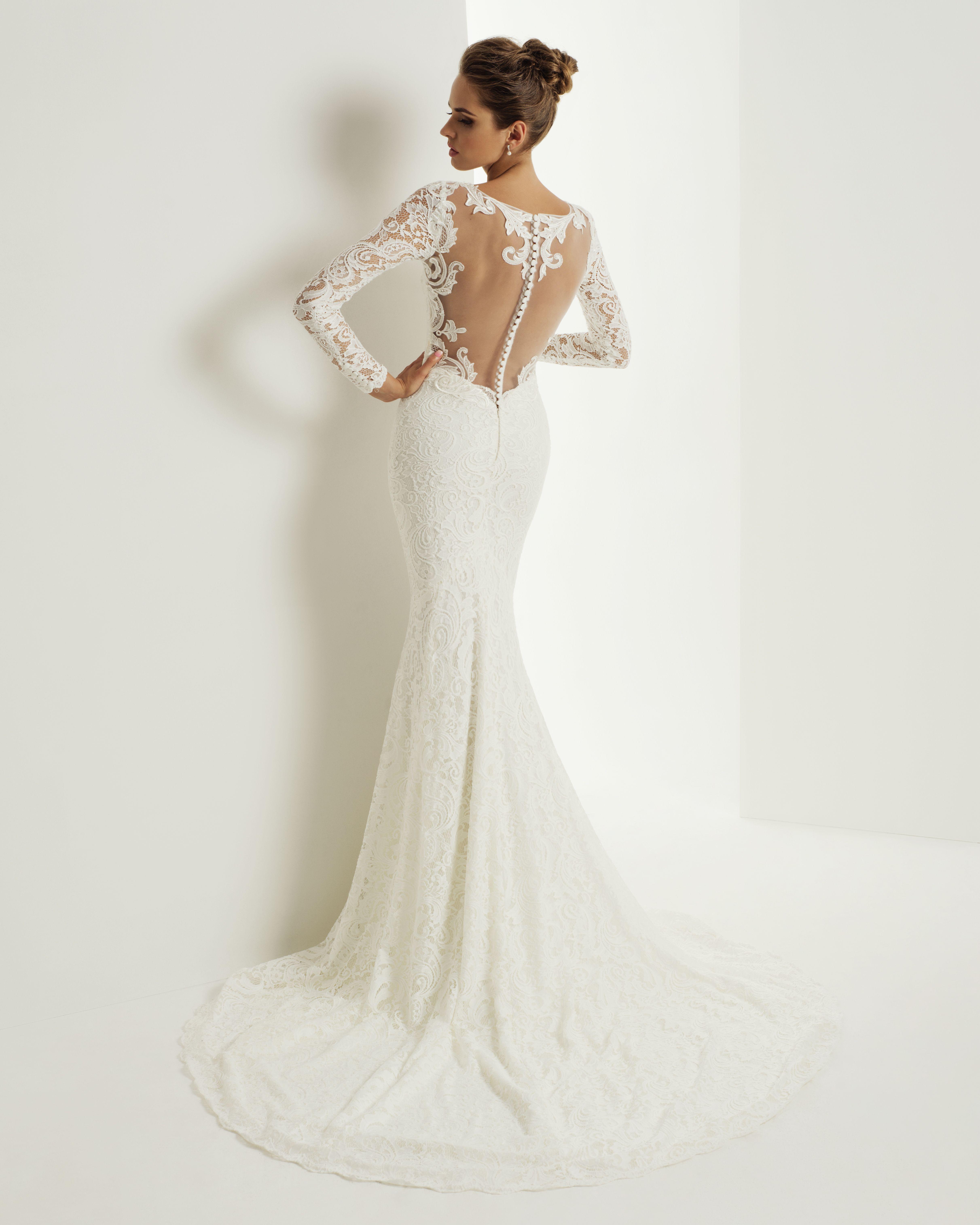 8bbf961eea1 Robe de mariée Cecilia de style tulipe toute en dentelle. Ellegant  wedding   gown with lace sleeves at Bridal boutique Natalia Exclusif in Montreal.
