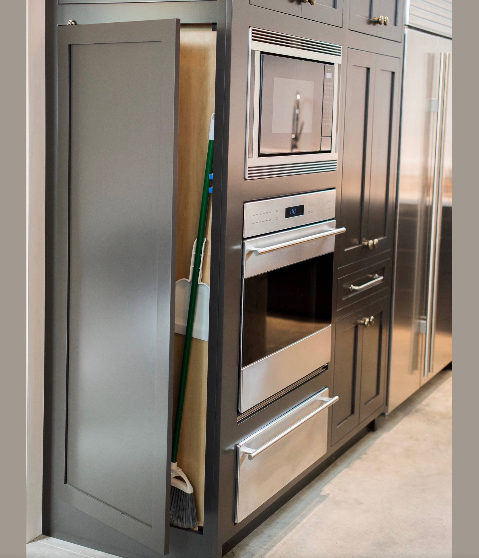 Pin by Cheryl on Kitchens | Kitchen cabinets repair ...
