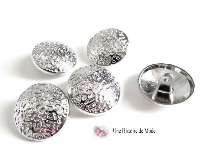 5 Boutons en métal décoré couleur argenté 22 mm : Boutons par une-histoire-de-mode