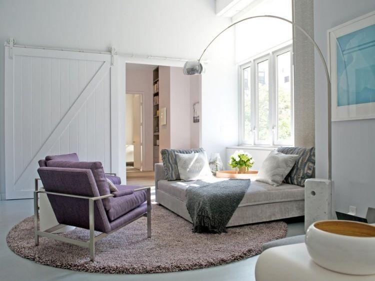 Weiße Innentür aus Holz trennt das Wohnzimmer vom Flur - innenturen aus holz schiebeturen