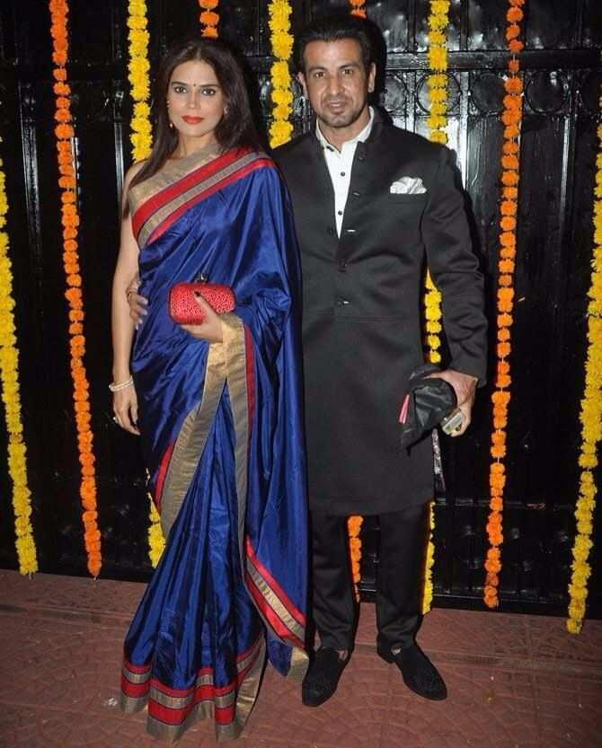 Ronit Roy with Wife, Neelam Roy. Fashion, Actresses, Saree