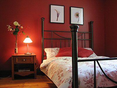 Chambre rouge chambres pinterest lieux et rouge for Chambre a coucher peinture rouge