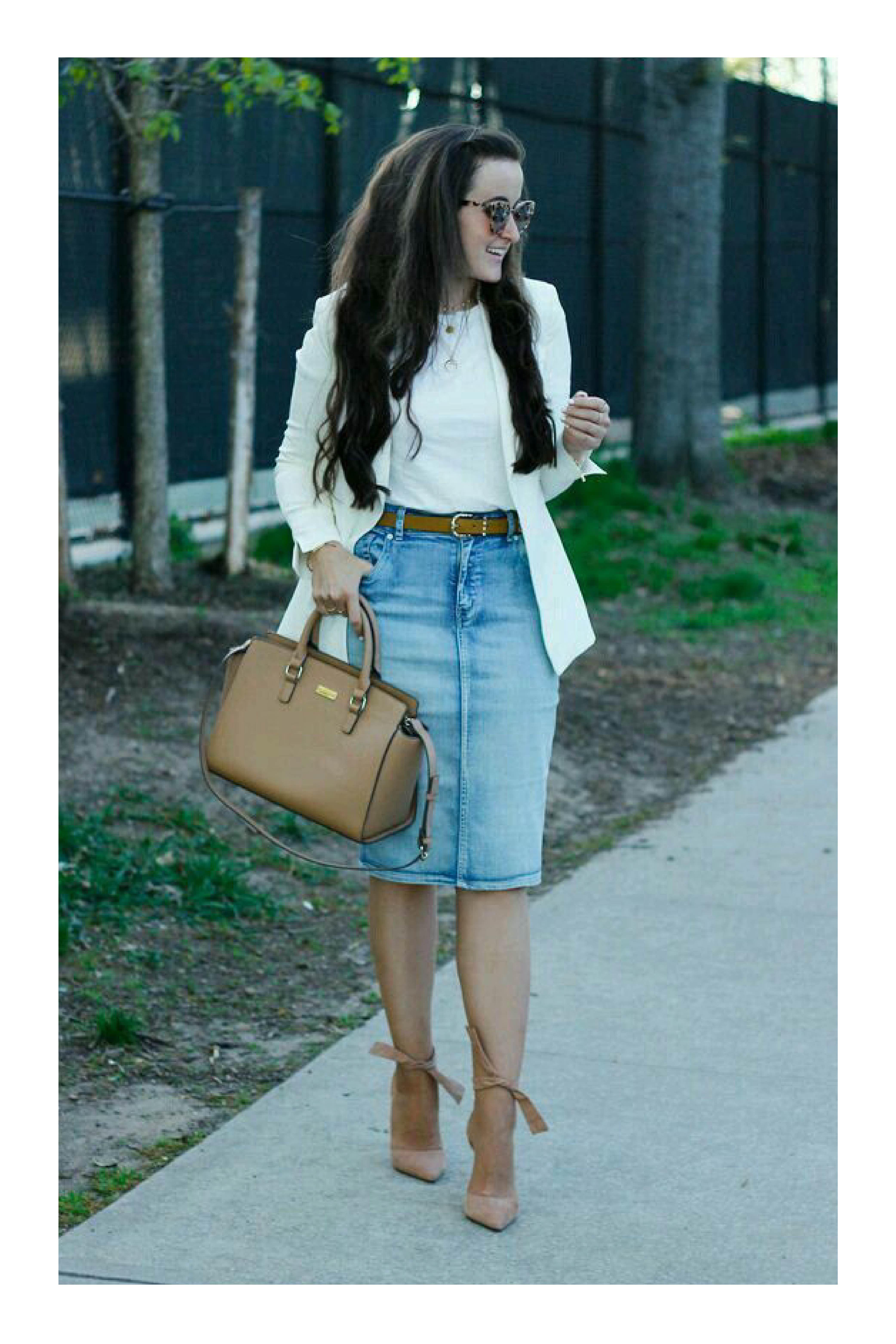 5eb1508027 Tipos de calzado que necesitas en tu armario para combinar cualquier outfit   TiZKKAmoda  blusa  blanca  falda  denim  mezclilla  blazer  zapatillas   bolsa ...