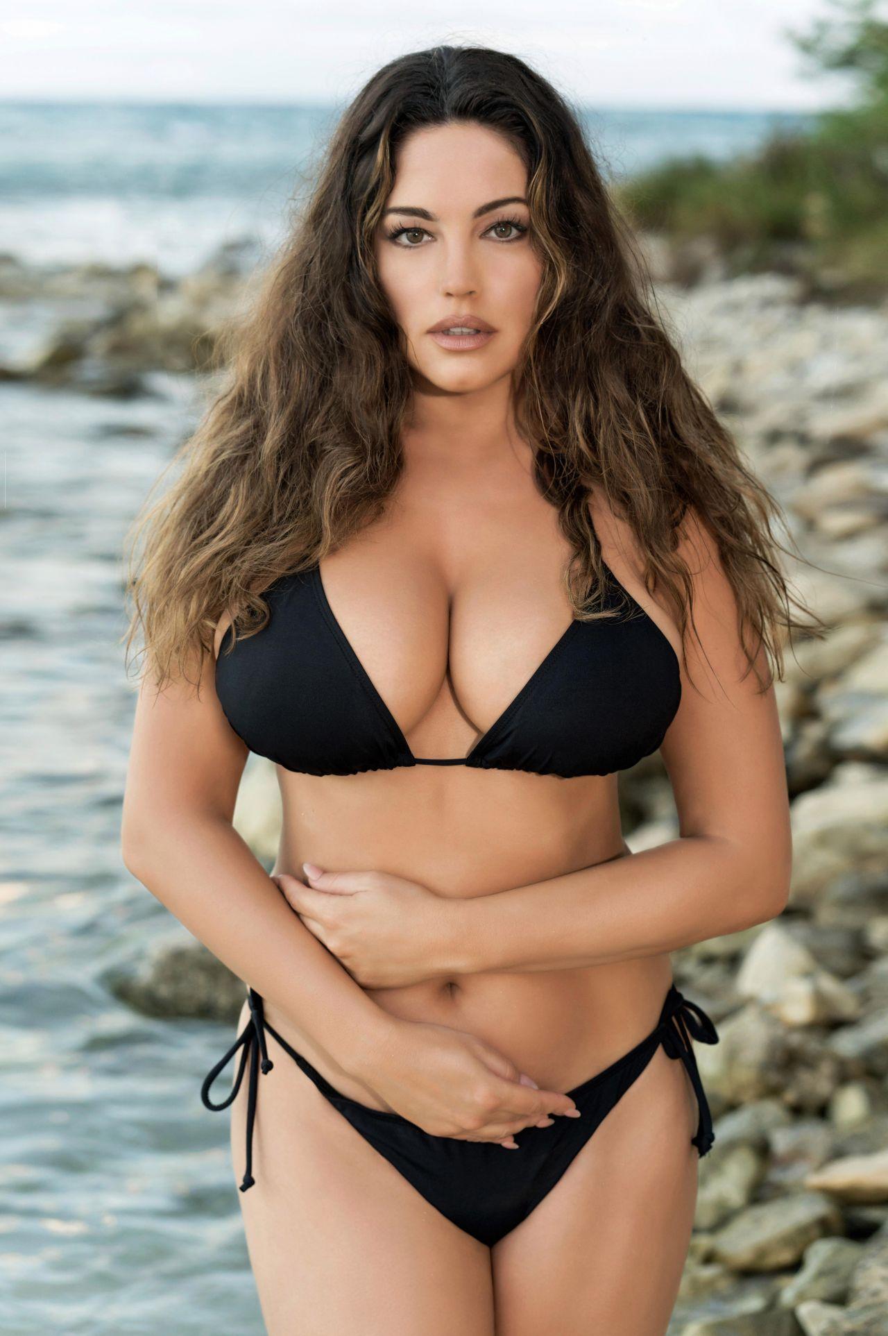 Kelly Brook Photoshoot For 2019 Calendar | Celebrities ...