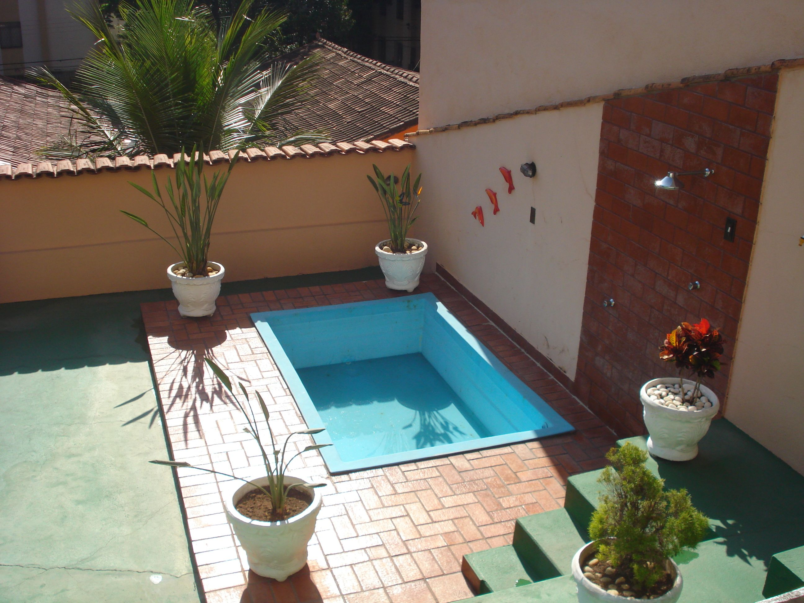 Casa com piscina pequena pesquisa google id es pour la - Piscina prefabricada pequena ...