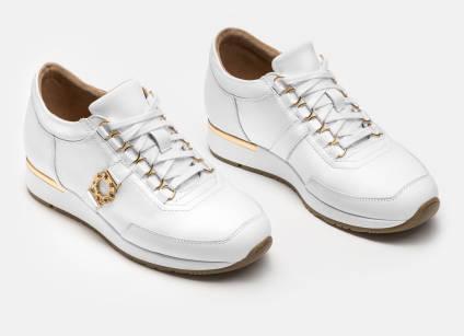 Skorzane Biale Sneakersy Damskie Z Eleganckimi Zlotymi Ozdobami 33736 01 01 Z Kolekcji 2020 Sklep Internetowy K White Sneakers Women Womens Sneakers Sneakers