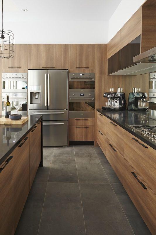 Tres Belle Cuisine Chaleureuse Serait Ce Un Refrigerateur 4 Portes Kitchenaid Diseno Muebles De Cocina Diseno De Cocina Diseno De Interiores De Cocina