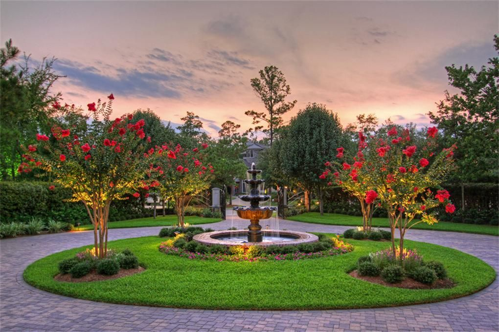 Fountain in the circle driveway hunt manor pinterest for Driveway landscape design