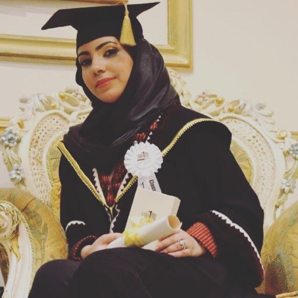 Watch The Best Youtube Videos Online خريجة كلية الادارة والاقتصاد حكايتي مع جامعة قطر تخرجت و استملت افادة التخرج و Fashion Academic Dress Playlist