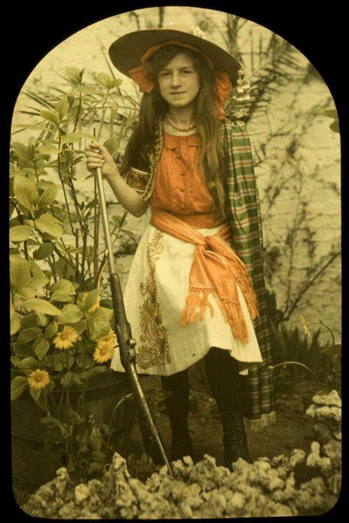 Charles Corbet, Girl with gun, c. 1910, autochrome