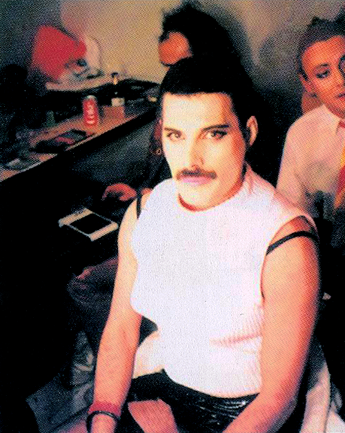 Freddie Mercury - I Want To Break Free - this pic is awesome!