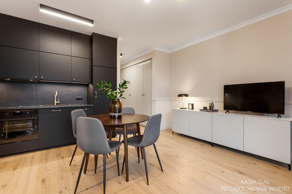 Eleganckie Mieszkanie Z Czarną Kuchnią Kuchnia Kuchnia