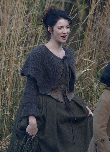 outlander claire 1740s knitted capelet ep104 sweater research pinte. Black Bedroom Furniture Sets. Home Design Ideas