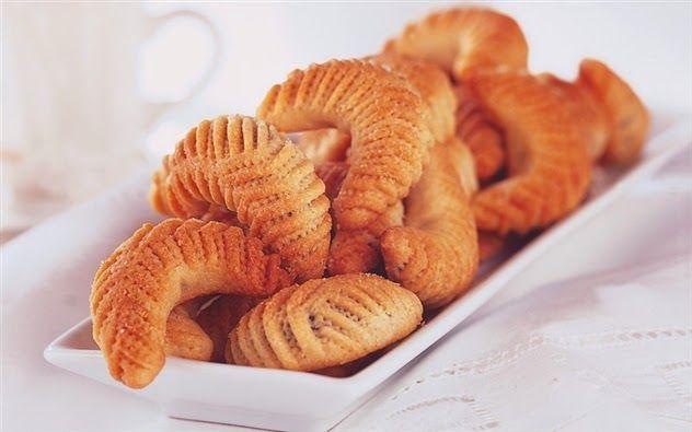 عالم الطبخ والجمال بسكويت الهلال بالتمر Turkish Recipes Food Arabic Sweets