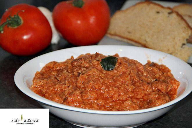 Pappa integrale al pomodoro,piatto contadino per eccellenza e indiscutibilmente buono. Provatelo come nella ricetta, con il pane integrale!