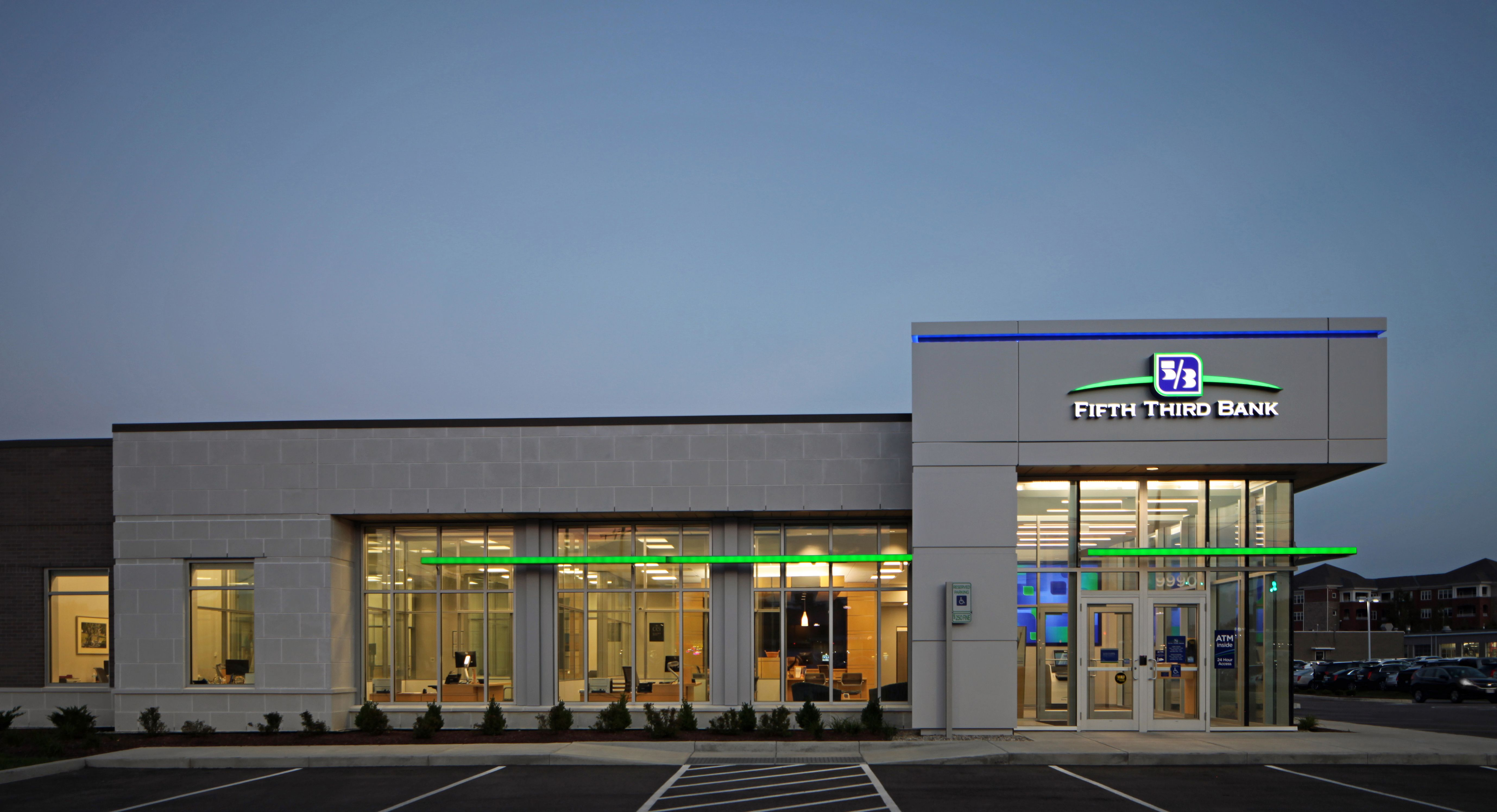 Fifth Third Bank Wanted A Fresh And Modern Look For Their New Branch Prototype That Represented The Changing Dir Bank Design Architecture Symbols Branch Design
