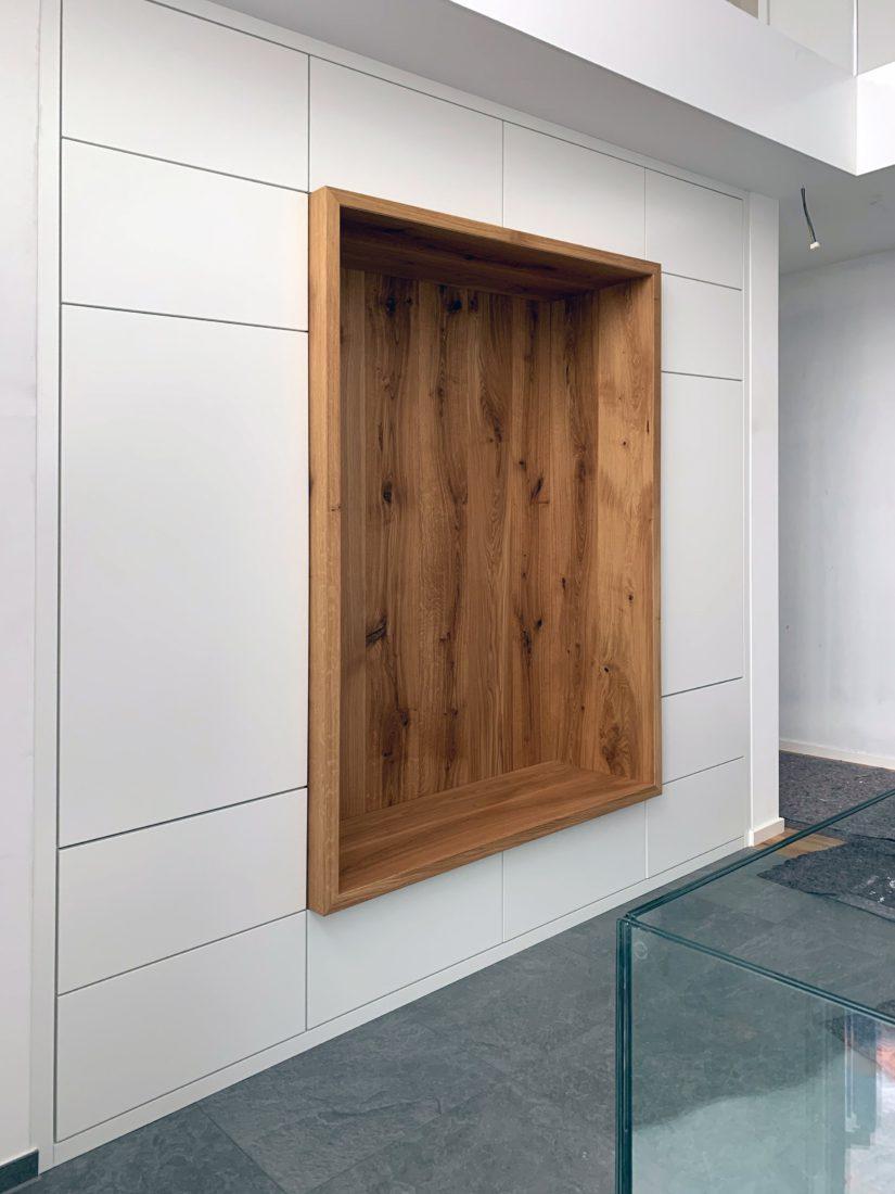 Lackierte Garderobe Mit Einer Massivholz Eiche Sitznische Einbauschrank Garderoben Eingangsbereich Garderobenschrank