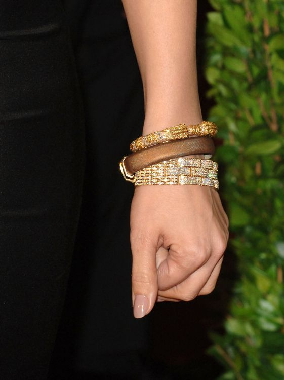 Oscars Jewelry 2010 Jennifer Lopez Wearing Cartier Bracelets At Vanity Fair Party