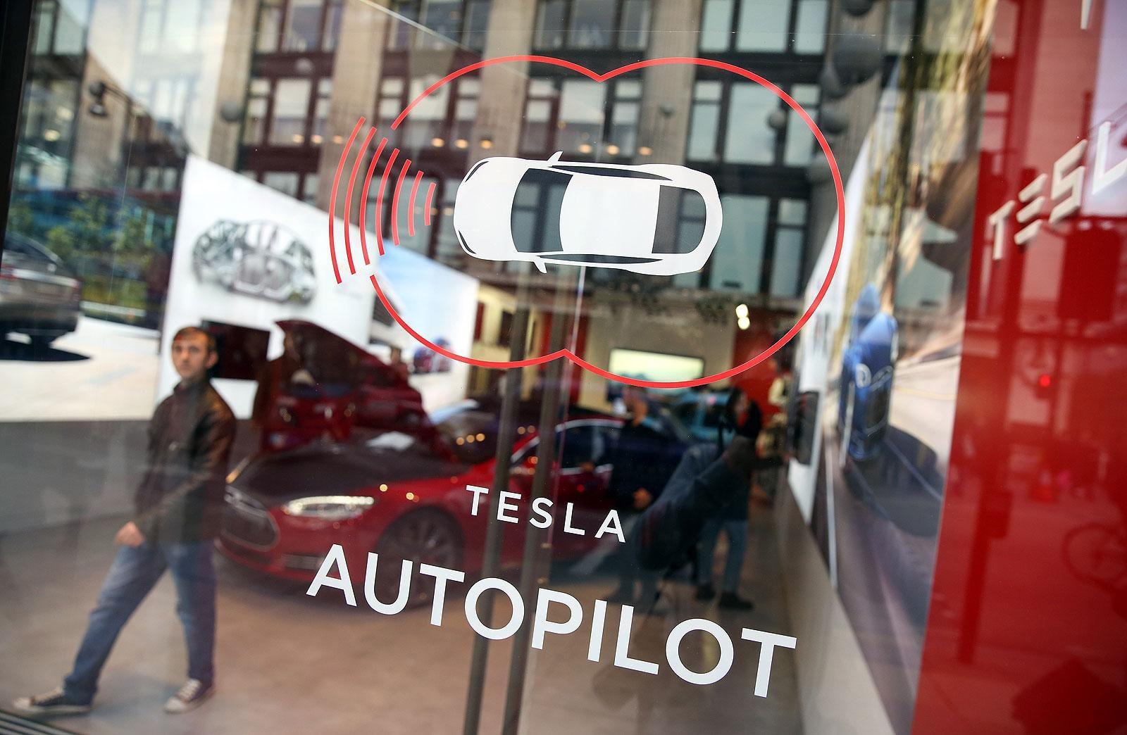 First fatal crash of a 'selfdriving' Tesla prompts