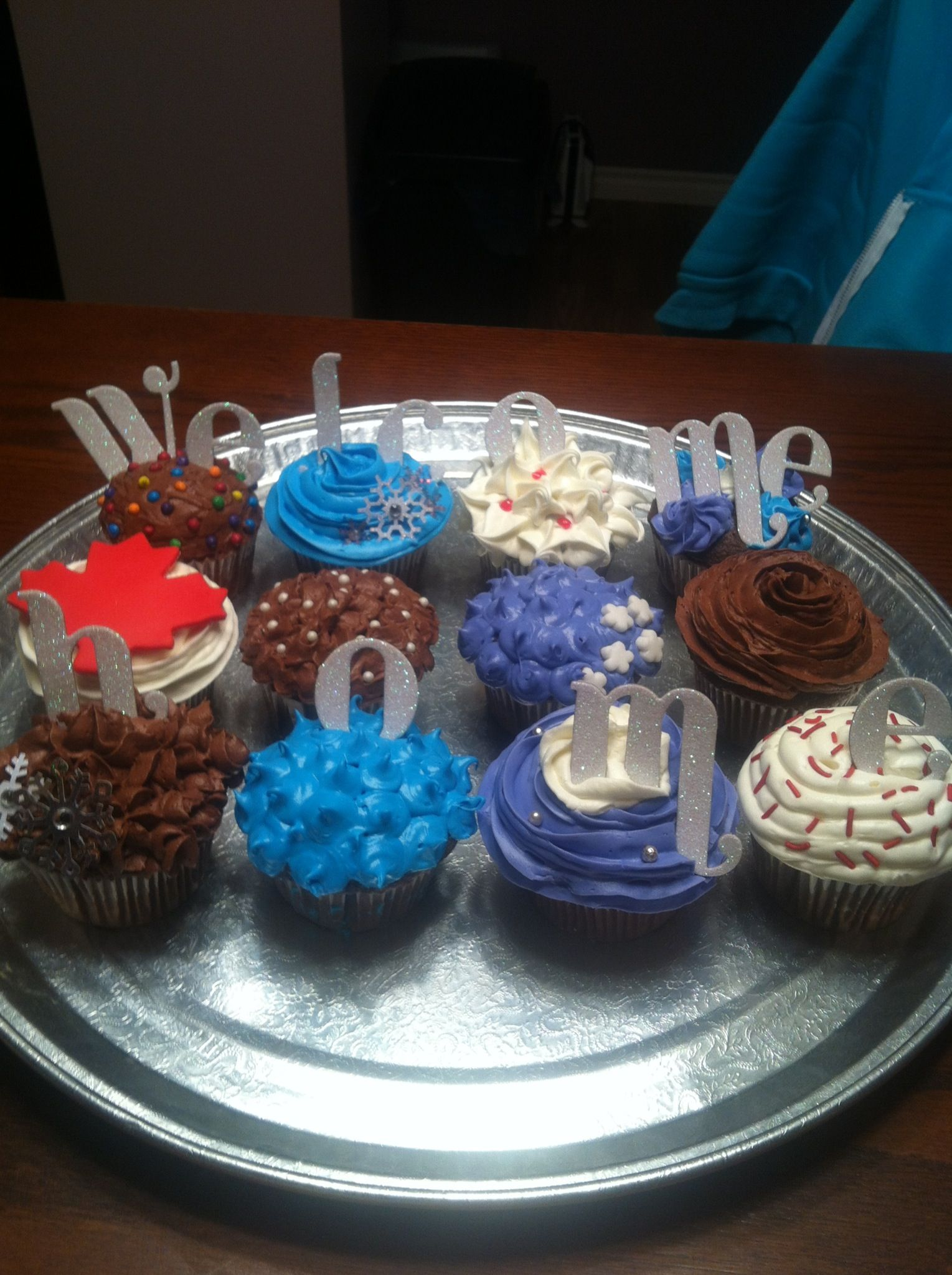 Cupcakes welcome home cake decorating icing welcome for Welcome home party supplies decorations