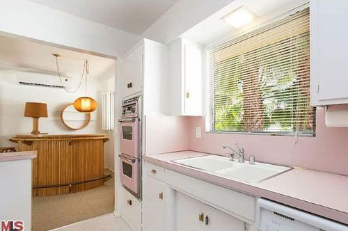 Cool pink kitchen Palm Springs style