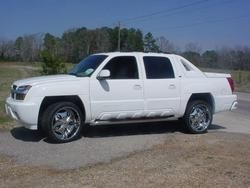 2005 Chevy Avalanche White Or Black Chevy Avalanche Chevy Trucks