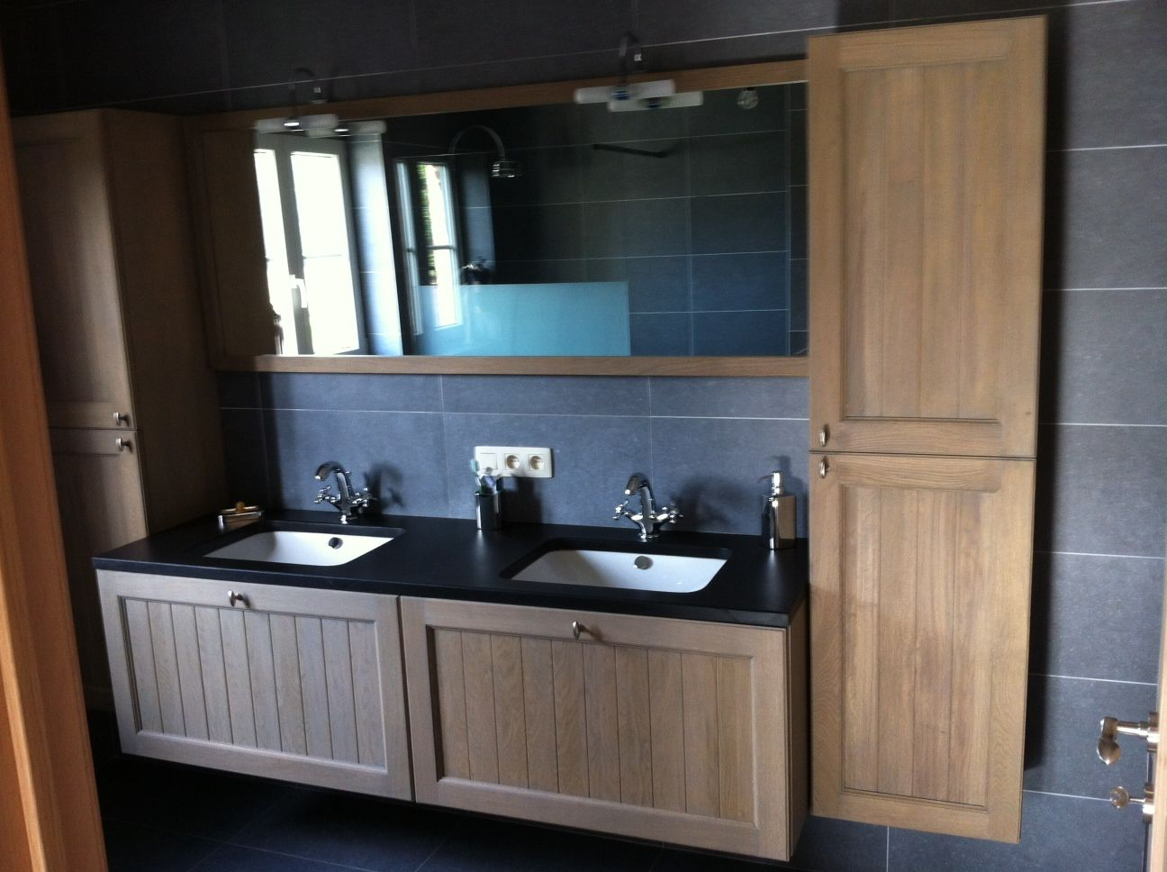 landelijk klassiek badkamermeubel hout natuursteen   Bathroom   Pinterest   Badkamermeubel