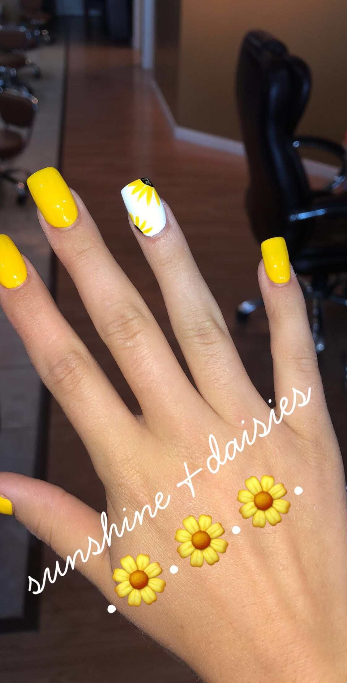 Yellownails Acrylic Sunflower Daisies Summernails With Images