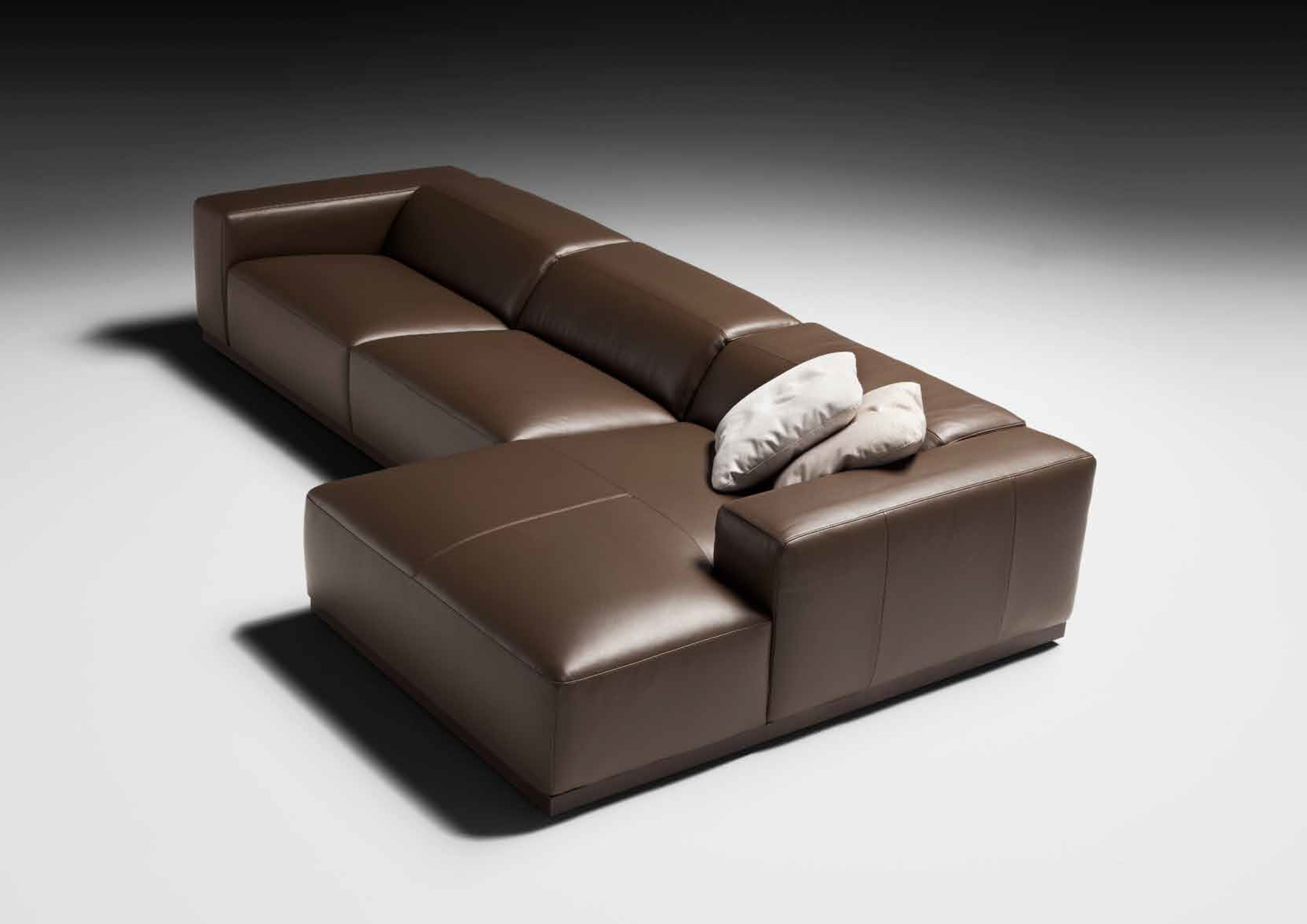Fabio And Co Is Proud To Offer You 100 Genuine Italian Sofas Over 200 Exclusive Models To Choos Italian Leather Sofa Italian Furniture Modern Italian Sofa