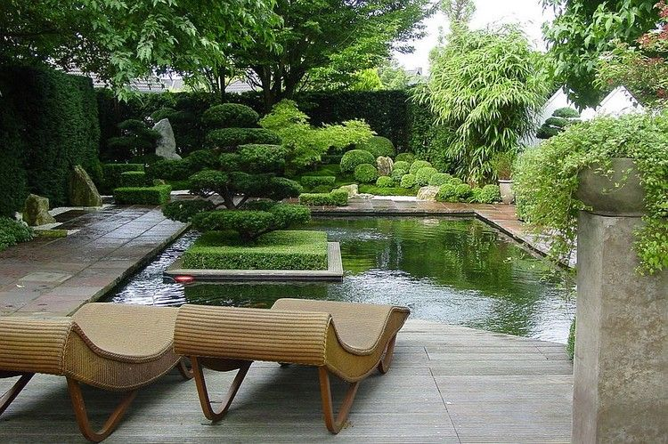 jardin asiatique avec terrasse en bois composite bassin aquatique buis boules et d co en. Black Bedroom Furniture Sets. Home Design Ideas