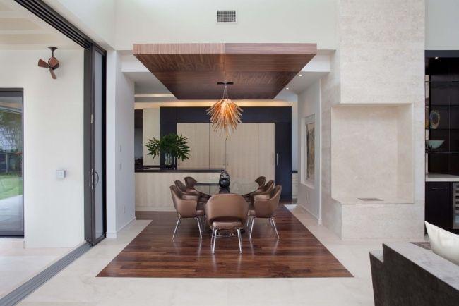 Perfekt Modernes Esszimmer Holzpaneele Decke Pendelleuchte Braun Sessel