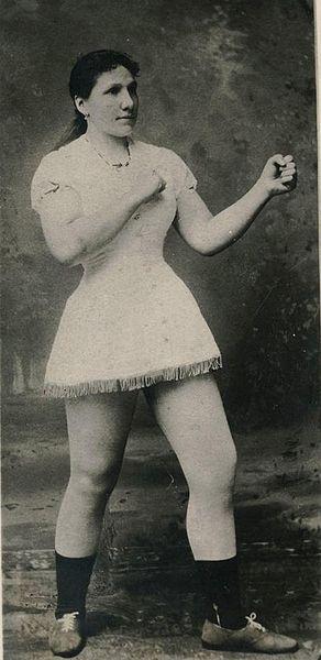 Não basta ser uma boxeadora na era  vitoriana. Hattie Stewart,  foi campeã  Mundial Feminino de Boxe em 1884.