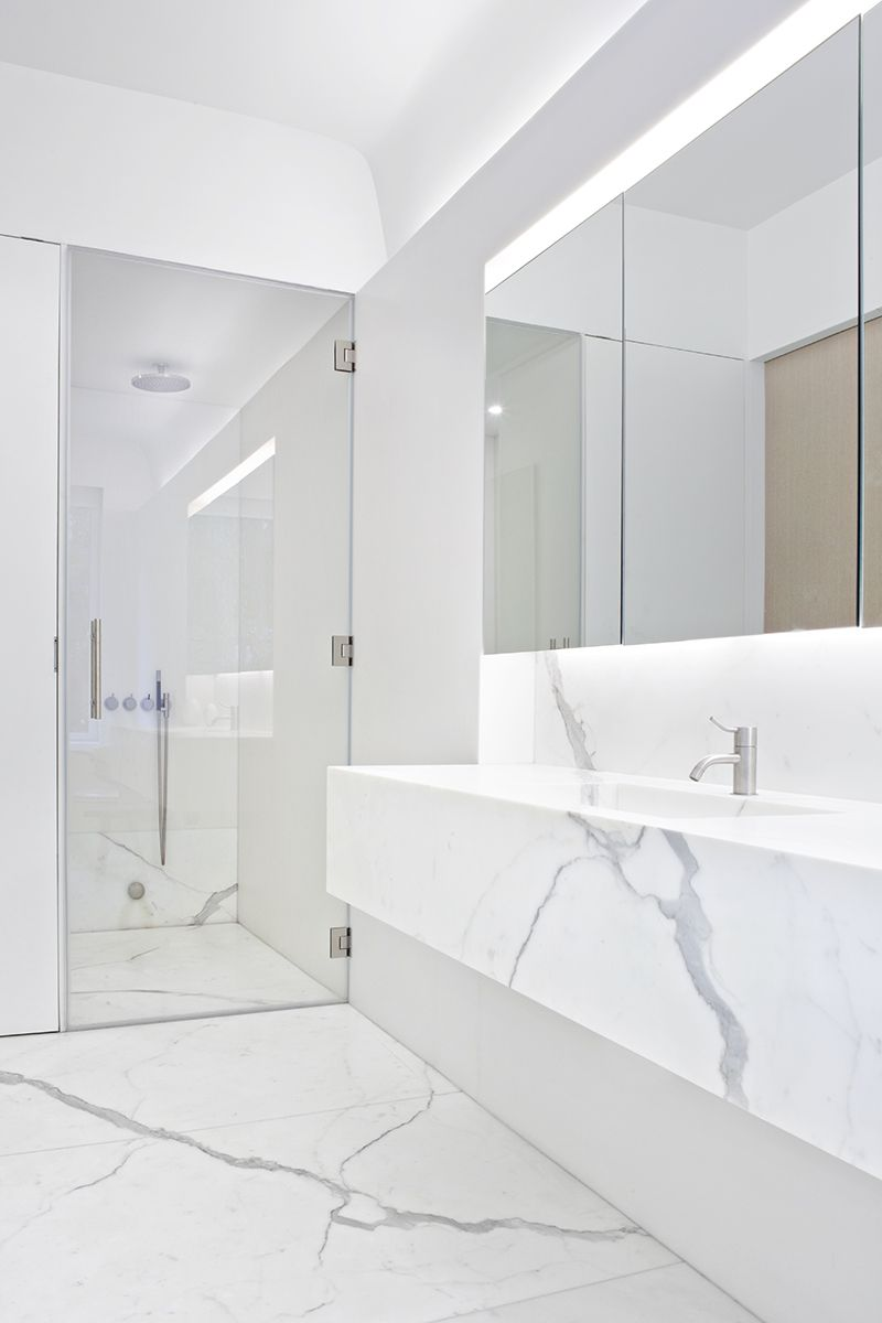 White Calacatta marble bathroom interior. Templer Townhouse — Workshop for Architecture