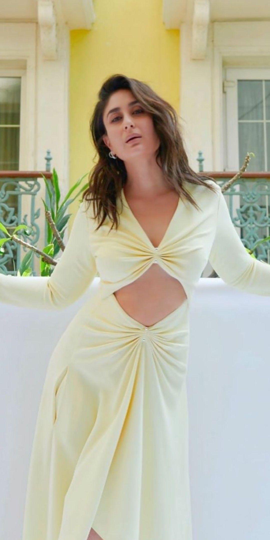 Pin By Umar Wani On Kareena Kapoor Bollywood Actress Hot Photos Indian Bollywood Actress Kareena Kapoor Khan