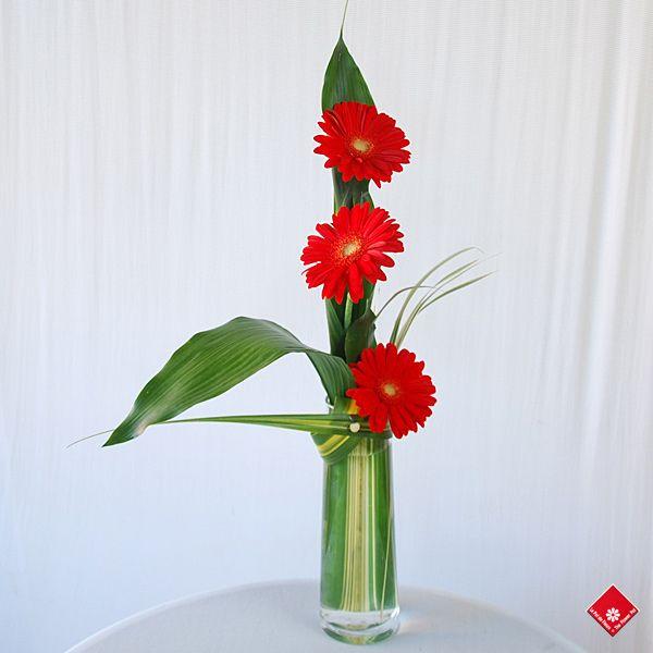 60 Wonderful Rose Arrangement Ideas For Your Girlfriend Fresh Flowers Arrangements Red Flower Arrangements Rose Arrangements