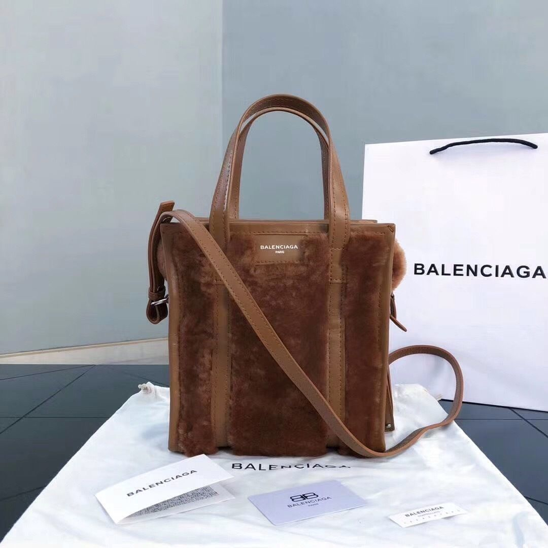 b0ced375580d Balenciaga Bazar Shopper XS AJ Shearling Fur Tote Bag Brown - Bella Vita  Moda  balenciaga  balenciagatote  balenciagabag  balenciagafurbag  furbag   baglover ...