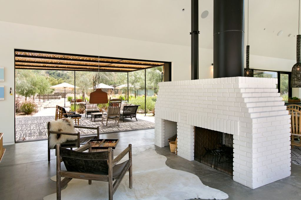 Scandinavian Farmhouse W Infinity Pool Guest Cabana Tennis 10 Acres Bocce Ojai With Images Contemporary Living Spaces Contemporary House Gravity Home