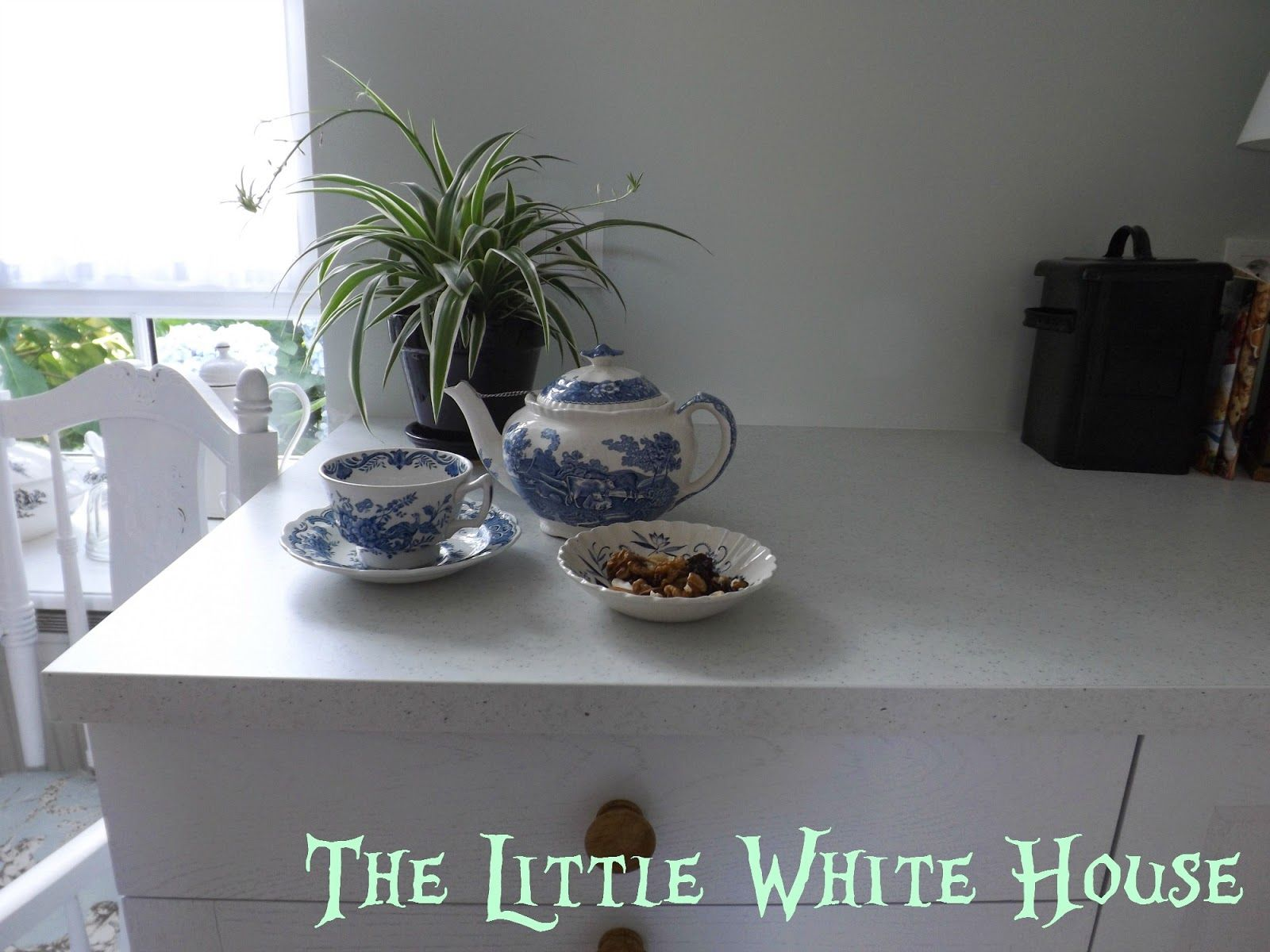 The Little White House On The Seaside: This Is How A Countertop Disappear