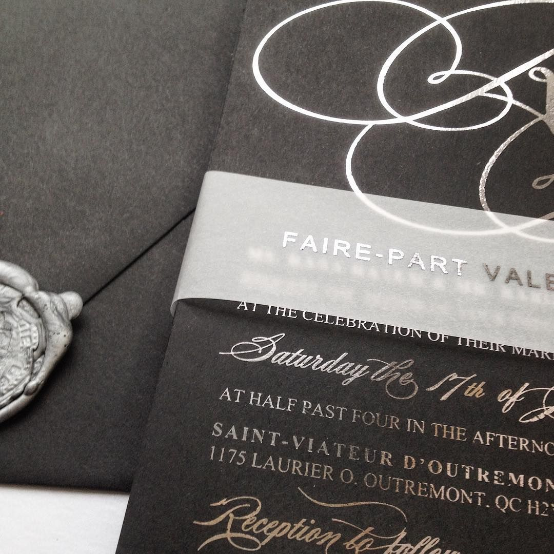 An all black wedding invitation commands so much power!! Faire-part ...