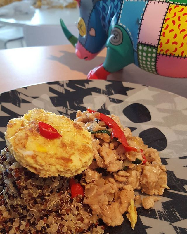 Chicken basil chilli, omelet with quinoa.  #foodstagram #foodpics #foodstyling #foodporn #foodie #healthy #healthyfood #thaifood #food #lovecooking #loveit #cookforlife #momfood #momcooking #yummy #instacook #instadaily #followme #foodblogger #followforfollow