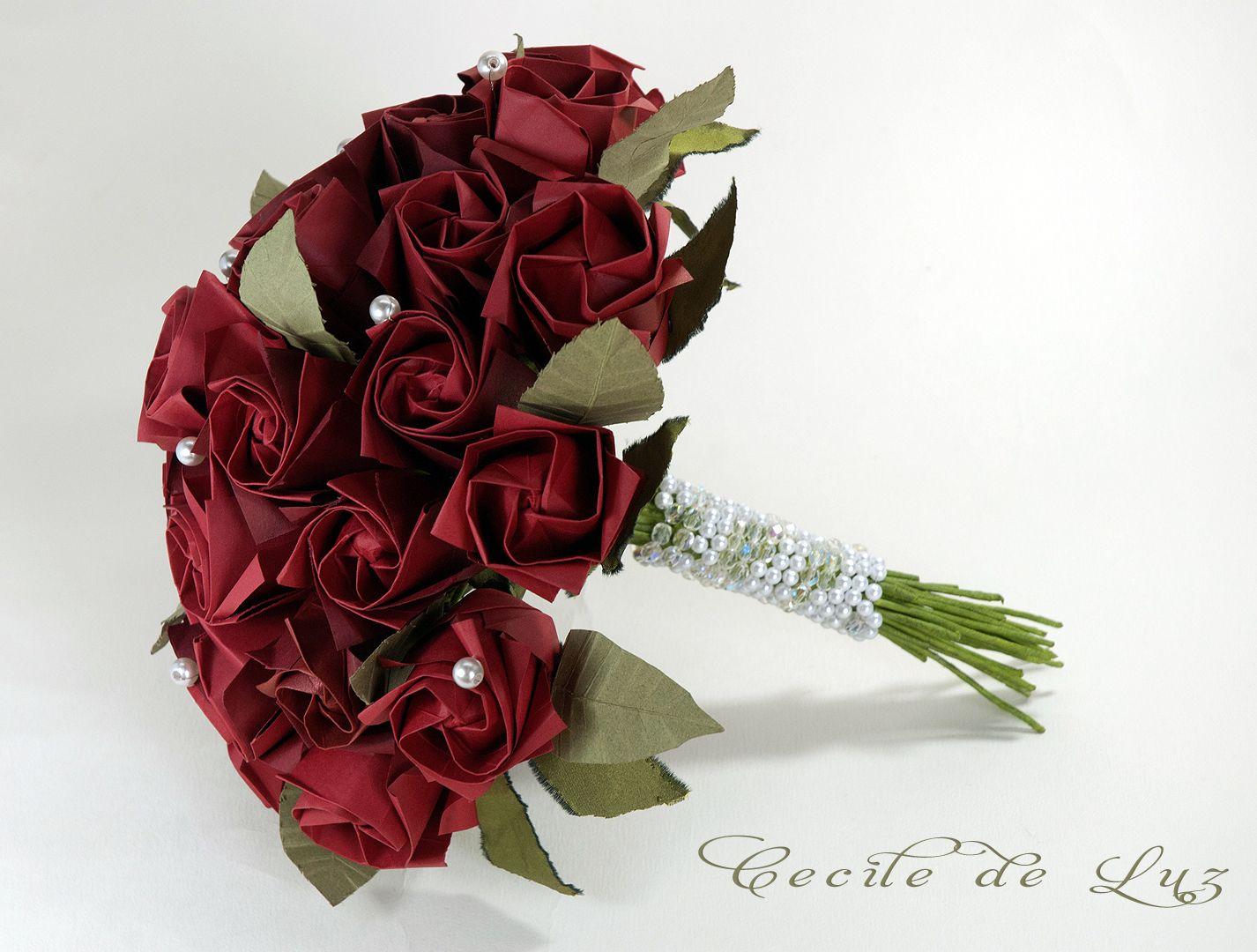 Red passion bouquet - vista lateral, com a haste em pérolas e cristais
