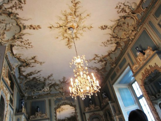 アウグストゥスブルク城 天井 シャンデリアも絢爛