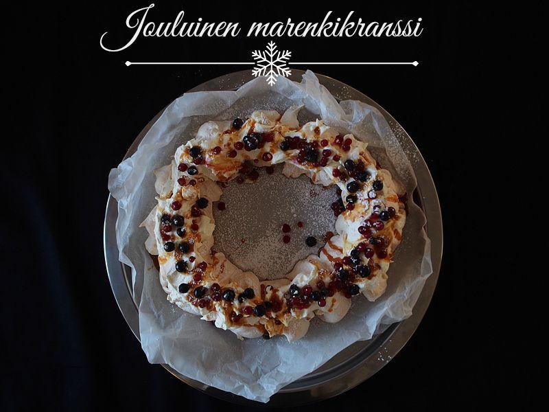 Christmassy meringue cake // jouluinen marenkikrassi  http://atmarias.indiedays.com/2014/12/17/jouluinen-marenkikranssi-musta-poytaliina/