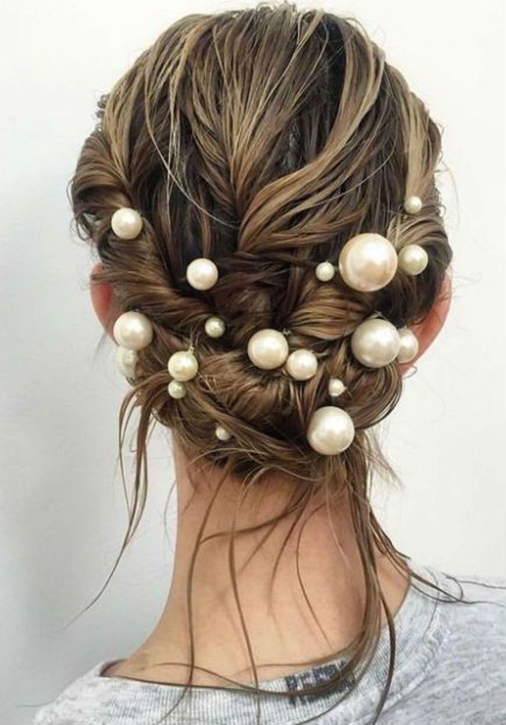 Une Tresse Originale Coiffure Nouvel An Idees De Coiffures Bijoux Cheveux