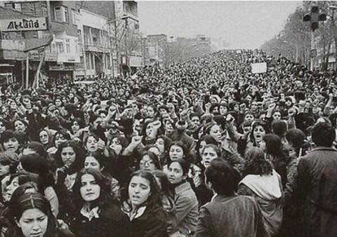 """Orhun Giray on Twitter: """"İranlı kadınlar başörtüsünün zorunlu olmasını protesto ediyor 1979 geç buldum,çabuk kaybettim.Hicran oldu hayat bana https://t.co/Sif3mZ4e0w"""""""